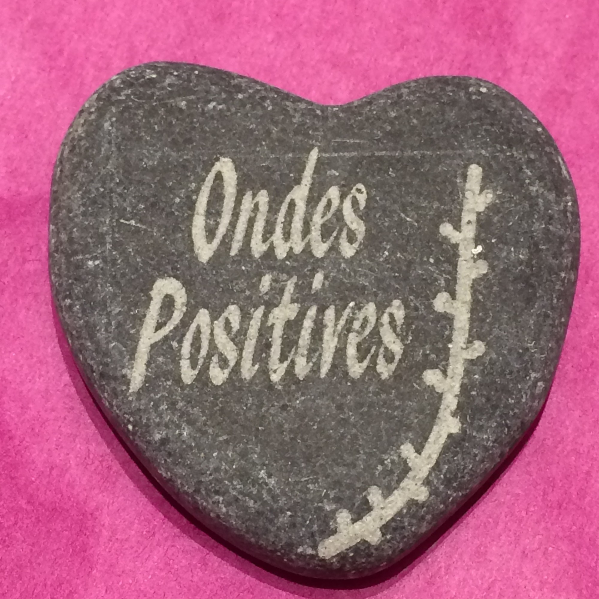 galet coeur ondes positives