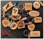 porte-clefs bois avec pompon a personnaliser